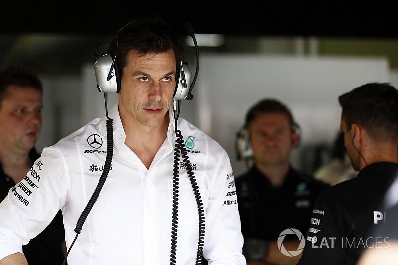 У Mercedes не зрозуміли причин швидкості Хемілтона