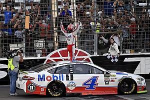 NASCAR Cup Gara Harvick batte Truex Jr in Texas e si qualifica per la finale