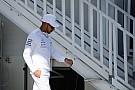 Hamilton befont hajjal érkezett meg Bakuba