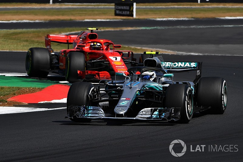 """Villeneuve: """"Si en vez de Hamilton es Bottas, a Raikkonen lo sancionan menos"""