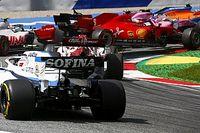 Видео: пилоты Ferrari сталкиваются на первом круге