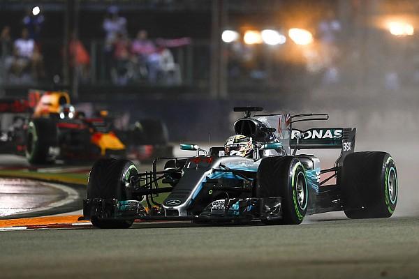 فورمولا 1 هاميلتون كان يفكر بحادثة سينا في موناكو أثناء تصدّره لسباق سنغافورة