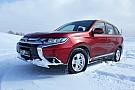Галерея: Mitsubishi Outlander – червоний колір на снігу