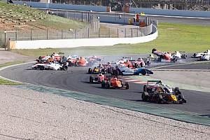 Formula Renault Race report Eurocup Barcelona: Kecelakaan besar di Race 2, Presley P15