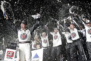 NASCAR Cup Gara Kevin Harvick rimonta e surclassa tutti ad Atlanta