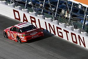 NASCAR Cup Gara Hamlin recupera dopo un errore e torna alla vittoria a Darlington