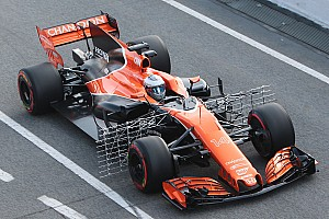 Формула 1 Новость В McLaren столкнулись с поломкой во время первого дня тестов
