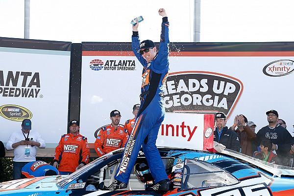NASCAR XFINITY Kyle gana en Atlanta; Suárez asciende a sublíder de temporada de Xfinity