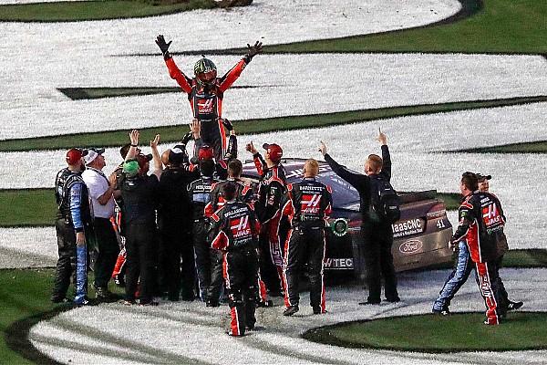 Курт Буш выиграл «Дайтону 500» на последнем круге