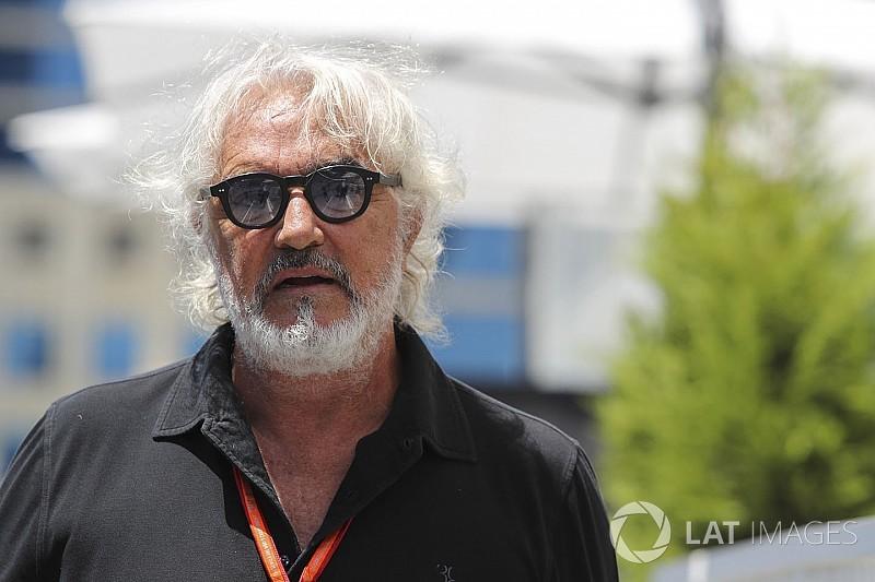 """Briatore: """"É difícil vencer nos construtores com Raikkonen"""""""