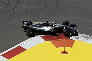 Formule 1 Nieuws Hamilton zegt dat Mercedes geen snelheid verborgen houdt