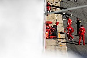 """Amikor a """"füstölő Ferrari"""" miatt nem tud dolgozni a sajtó: videó"""