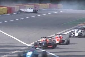 """Formule Renault Special feature Crashvideo: """"Met z'n tweeën door Eau Rouge gaat niet"""""""