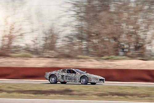 9000-es fordulatszámra is felpöröghet ennek az újjáépített Ferrari Testarossának a motorja