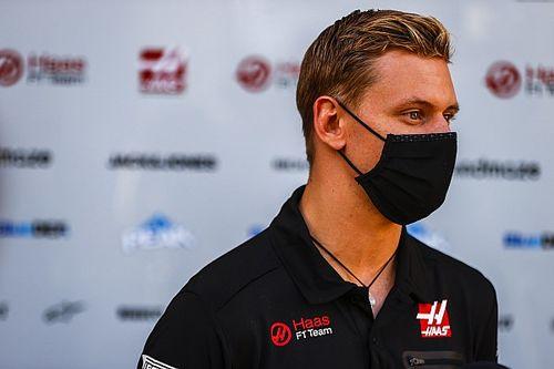 Mick Schumacher túl van az első F1-es üléspróbáján! (galéria)