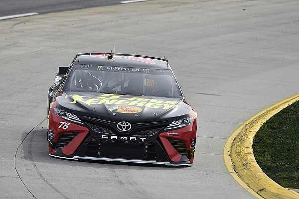 NASCAR Cup La pioggia cancella le qualifiche, la pole va a Martin Truex Jr.