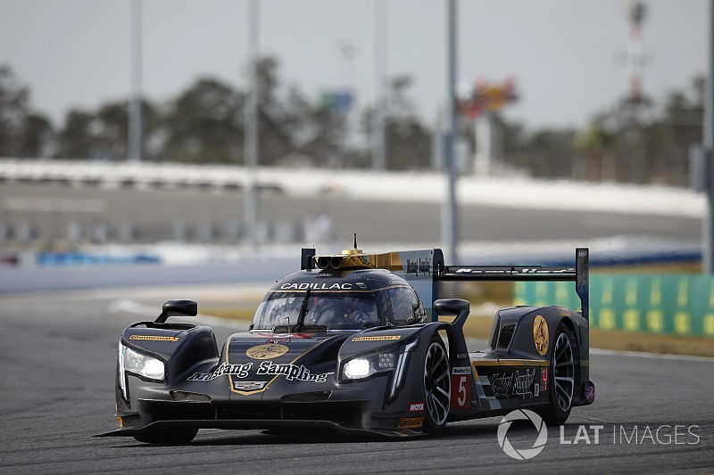 Rolex 24, Hour 2: Cadillac dominates early exchanges
