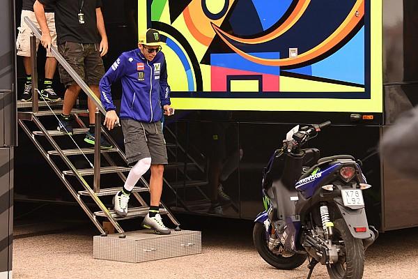 MotoGP Ultime notizie Rossi risponde ai social: