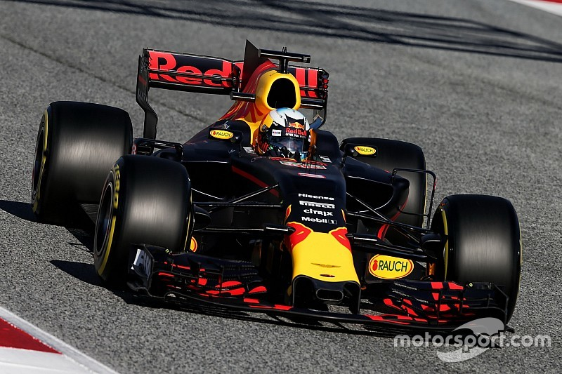 """Ricciardo sent que la Red Bull RB13 """"prend vie"""""""