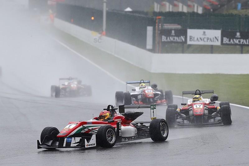 Спа Ф3: Стролл домінує у дощовій першій гонці