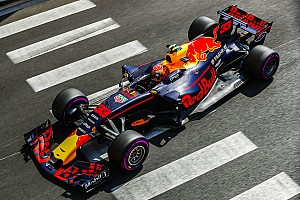 Max Verstappen hoopt op magazijn vol Formule 1-auto's