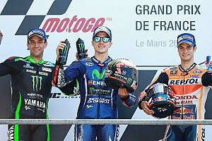 MotoGP Отчет о гонке Виньялес выиграл в третий раз в сезоне, Росси упал на последнем круге