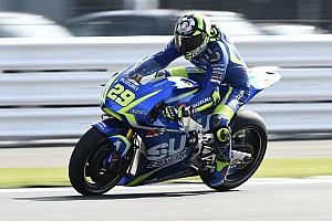 MotoGP Отчет о тренировке Янноне возглавил разминку в Англии, Фольгер попал в серьезную аварию