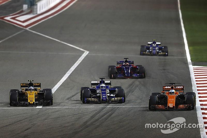 Alonso dépassé par des F1