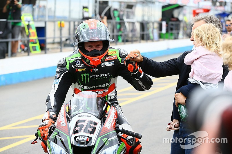Une victoire record, que Tom Sykes dédie à Nicky Hayden