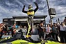 Бурдэ выиграл поул на овале в Финиксе