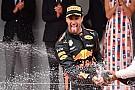 """Ricciardo wint ondanks probleem: """"Dacht even dat het voorbij was"""""""