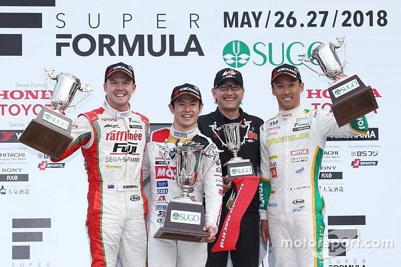 Super Formula Sugo: Yamamoto menang, Kobayashi kehilangan waktu di pit