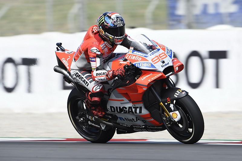 Lorenzo ismét nyert a Ducatival Marquez és Rossi előtt - Dovi kiesett
