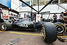 В Haas изменили ливрею, чтобы выделить на машинах логотип команды