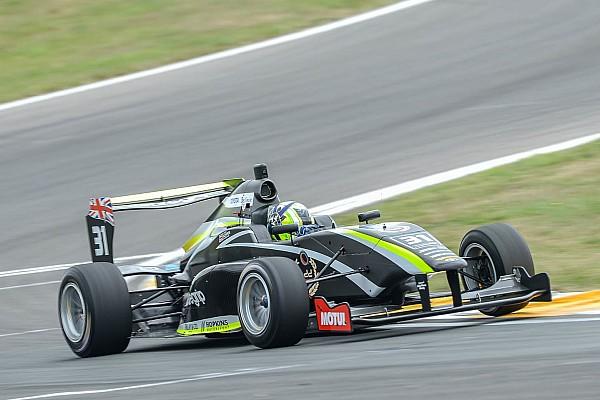 Другие Формулы Норрис снова победил в TRS
