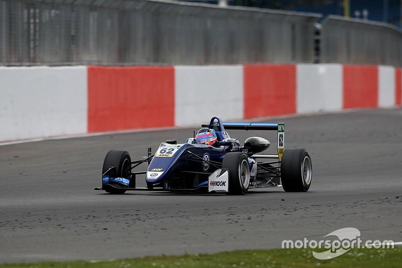 Előzésparádéval nyitotta a szezont Habsburg Silverstone-ban
