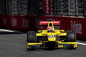 FIA F2 Raceverslag F2 Baku: Nato wint na tijdstraf Leclerc, De Vries valt uit vanaf P2