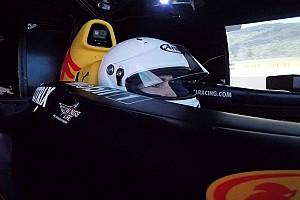 eSports Новость Red Bull посадила блогершу-симрейсера за свой симулятор