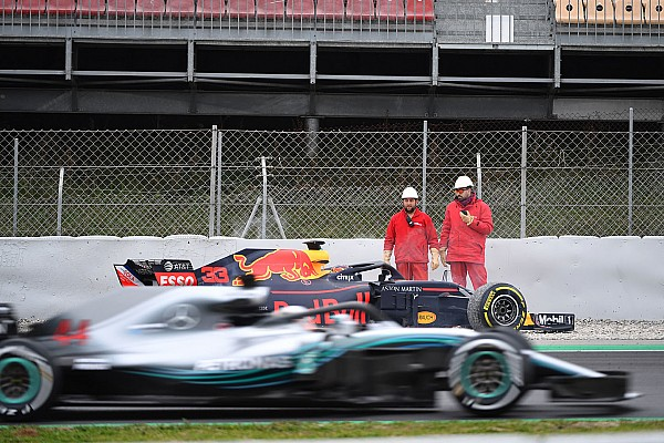 """Forma-1 Motorsport.com hírek Hamilton: """"Lehet, hogy csak a Red Bull mögött vagyunk..."""""""