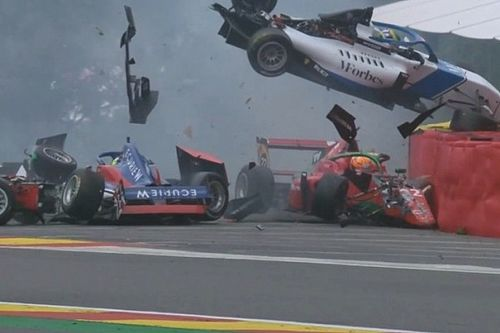 W Series, Spa: terribile incidente all'Eau Rouge nelle Qualifiche