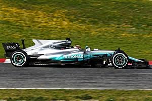 Формула 1 Новость Mercedes вывела на трассу машину с новым «плавником»
