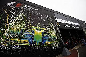 Megérkeztek az első F1-es kamionok a barcelonai tesztre