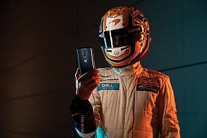McLaren F1 temalı OnePlus cep telefonuna yakından bakalım