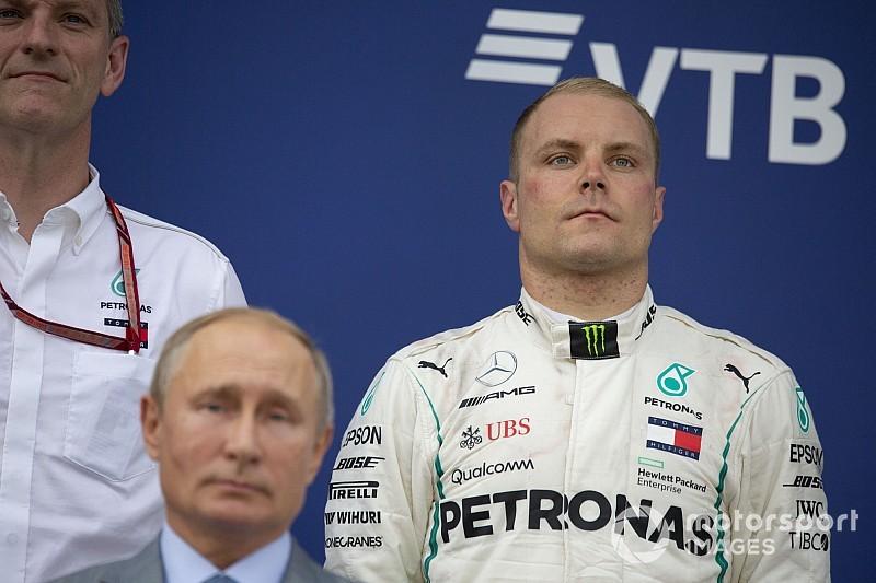 Könyörtelen volt a Mercedes Bottasszal? Hamilton címe mindenek felett!