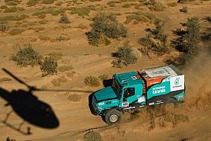 De Rooy bereikt rustdag Africa Eco Race, problemen voor Van Ginkel