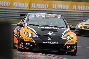 TCR Benelux Nieuws TCR Benelux: Dubbel voor Van Lagen, Coronel crasht hard