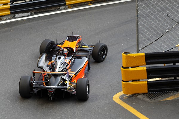 F3 Macau GP: Ilott blitzes final practice