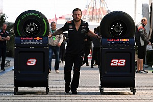 Формула 1 Новость Болельщики попросили вернуть в Ф1 «шинные войны», но Pirelli против