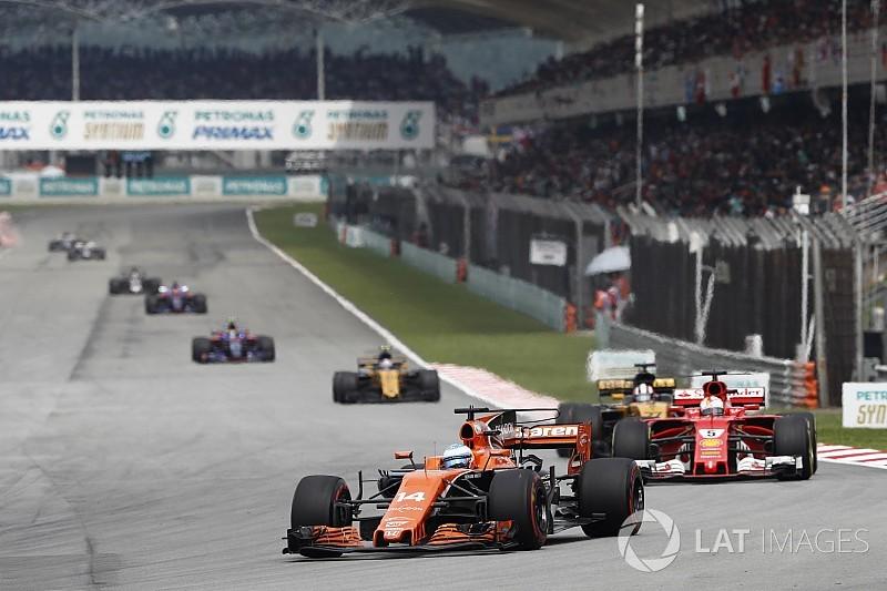 Így tartotta fel Alonso Vettelt a lekörözésnél