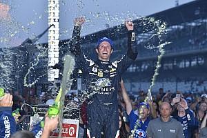 NASCAR Cup Reporte de la carrera Tras dos prórrogas, Kahne gana caótica carrera en Indy; Suárez fue séptimo
